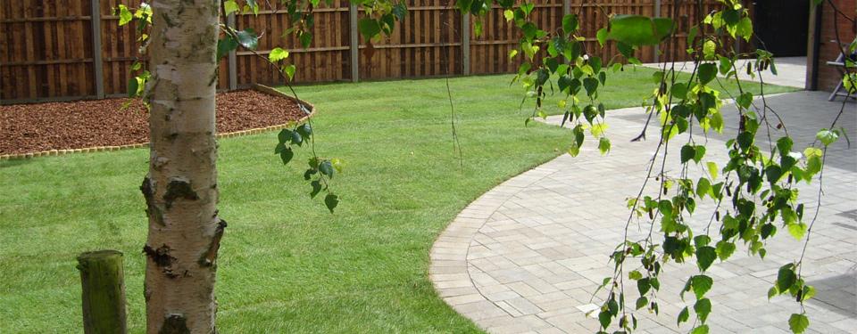 http://lmc-uk.com/wp-content/uploads/2014/07/garden-path.jpg